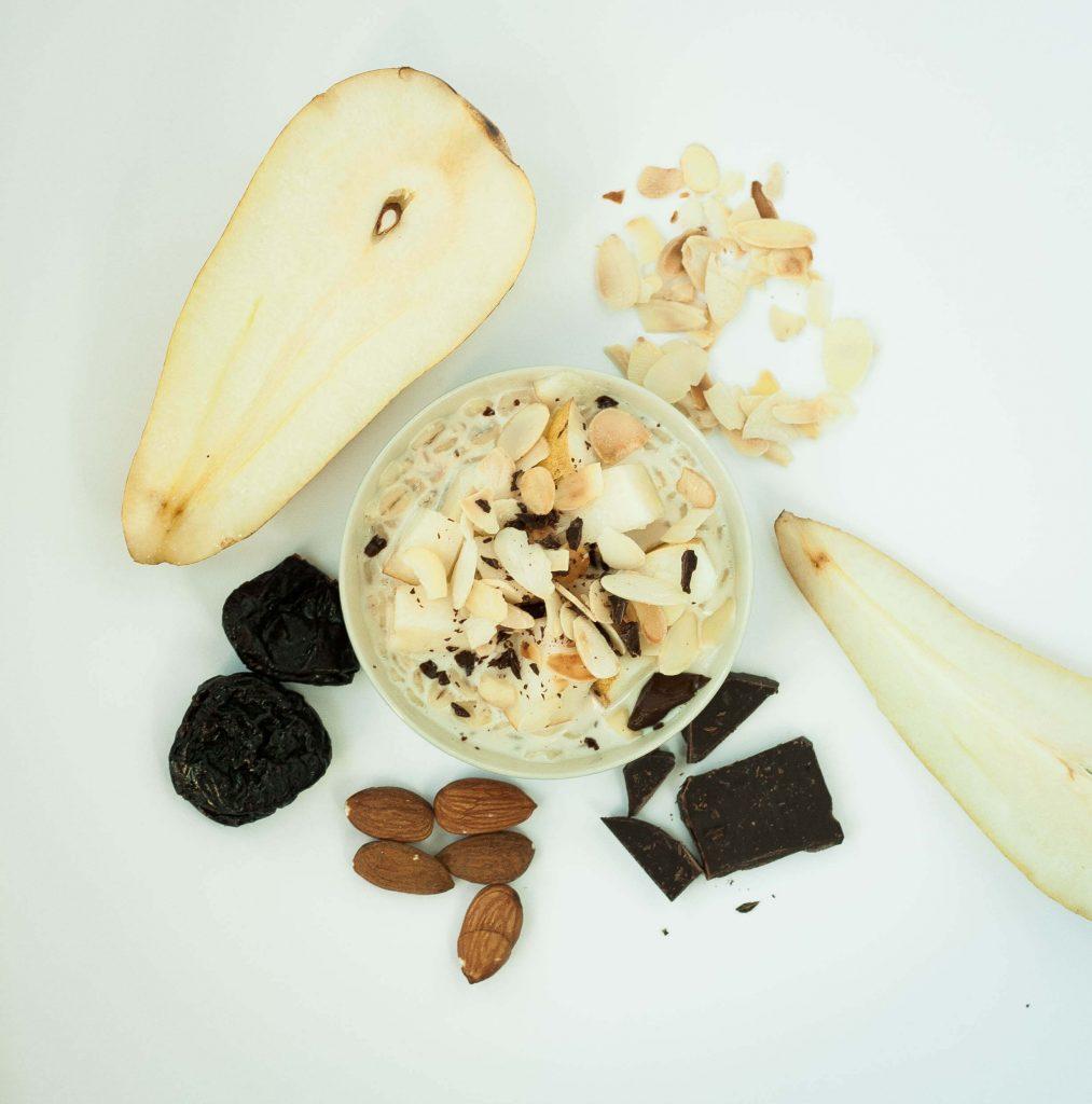 owsianka z gruszką, śliwkami i czekoladą, dietetyk Aleksandra LAskowska FASOLKA